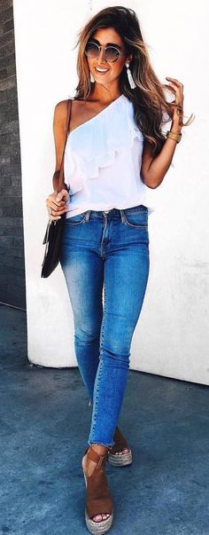 what to wear with skinny jeans bag one shoulder top platform sandals