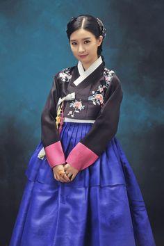 Korean Culture Fashion- Appreciate the Hanbok Korean Hanbok, Korean Dress, Korean Outfits, Korean Traditional Dress, Traditional Fashion, Traditional Dresses, Korean Women, Korean Girl, Asian Girl
