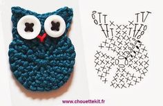 Petite Chouette - free French crochet Owl applique pattern with chart by Chouette KitCrochet Owl chart by Chouette Kit. Owls were big when I was in High School.Crochet Owl - Chart- seriously need to learn how to read those charts for both knitting an Marque-pages Au Crochet, Crochet Birds, Crochet Motifs, Crochet Amigurumi, Crochet Diagram, Crochet Chart, Love Crochet, Crochet Animals, Crochet Flowers