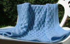 copertine di lana ai ferri - Una copertina ai ferri per neonati azzurra