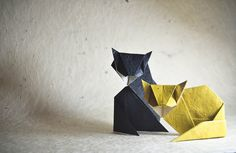 I have all my admiration for complex models, and it's so fun to fold them (and many times a real challenge!), but this 10 fold origami that captures the essence of an animal, it's the one that amazes me the most. Origami Gifts, 3d Origami, Origami Easy, Oragami, Christmas Crafts For Gifts, Christmas Cats, Craft Gifts, Origami Design, Crazy Cat Lady