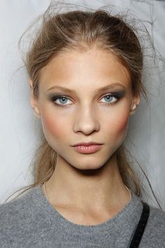 It's all about the natural face & highlighted cheeks. Simple does it at http://motivesuk.com