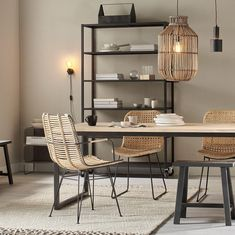 Mix & Match industrial black with warm natural. A basic interior in natural tones, where a sturdy cupboard … Industrial Scandinavian, Warm Industrial, Library Furniture, Modern Boho, Little Houses, Mix Match, New Homes, Matcha, Pallets