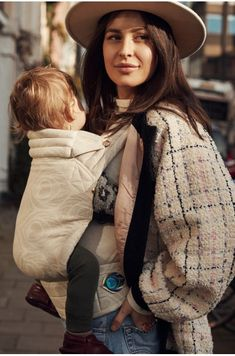 How to wear your baby in summer? Select the best Artipoppe baby carrier for hot weather. Lanvin, Baby Wearing Wrap, Ergonomic Baby Carrier, Toddler Toys, Baby Toys, Baby Wraps, Carters Baby, Organic Baby, New Moms