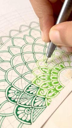 Mandala Art Therapy, Mandala Art Lesson, Mandala Artwork, Mandala Painting, Easy Mandala Drawing, Simple Mandala, Doodle Art Designs, Zen Doodle Patterns, Mandala Design