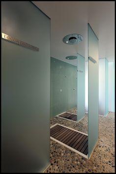 Holiday Resort Hapimag Tonda Italy  #bauzeitarchitekten #resort #hotel #renovation #spa #interior #swiss #architecture Spa Interior, Holiday Resort, Bathroom Lighting, Bathtub, Italy, Mirror, Architecture, Furniture, Home Decor