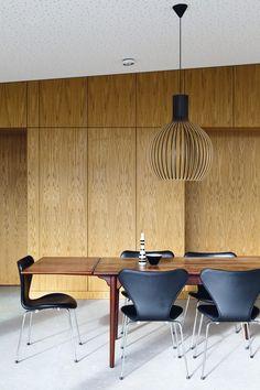 Oak panels, concrete floor, Arne Jacobsen 'syveren' chair, Octo 4240 lamp