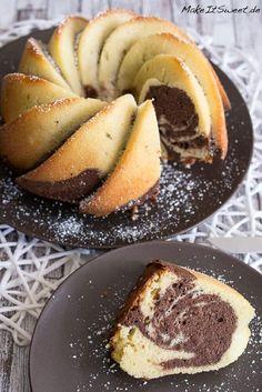 Ein Rezept für einen klassischen Marmorkuchen, der schön luftig und nicht zu trocken ist. Ein saftiger Rührkuchen, mit hellem und dunklem Teig.