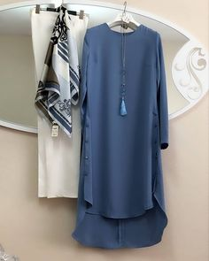 Young hijab tunic models - women's clothing and fashion - Women Casual Dresses Abaya Fashion, 50 Fashion, Muslim Fashion, Modest Fashion, Look Fashion, Fashion Clothes, Fashion Dresses, Fashion Design, Fashion Tips