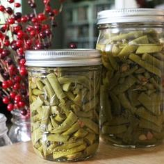 Canning green beans is an easy summer activity that allows you to enjoy them all year long! Find out how to can green beans in a pressure canner! Canning Sweet Potatoes, Canned Potatoes, Canned Carrots, Canning Vegetables, Canning Tomatoes, Veggies, Can Green Beans, Canned Cherries, Water Bath Canning