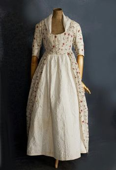 """C 1775 Cotton dimity robe ala anglaise. Both layers of bodice front close with laces which """"can be pulled like drawstring"""" to adjust fit. Open front skirt.."""