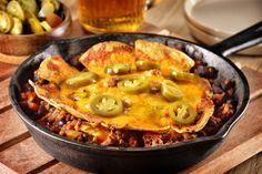 Los nachos son la botana favorita de muchos, y esta receta no será la excepción porque tiene todo lo que esperas, con un equilibrado y delicioso sabor especiado, acompañado de queso cheddar. Es ideal para complacer a tus invitados en cualquier reunión familiar.