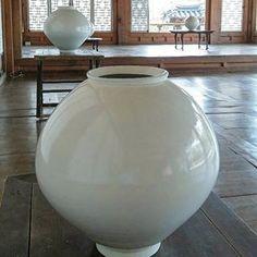 이수종(@reesoojong) • Instagram 사진 및 동영상 Vase, Home Decor, Decoration Home, Room Decor, Vases, Home Interior Design, Home Decoration, Interior Design, Jars