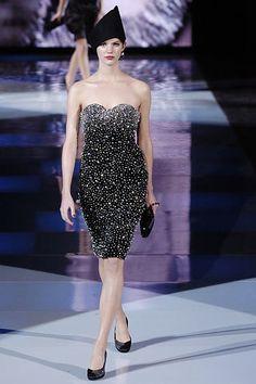 Giorgio Armani Fall 2005 Ready-to-Wear Fashion Show - Veronica Raucci Armani Collection, Strapless Dress Formal, Formal Dresses, Fashion Show, Fashion Design, Giorgio Armani, Ready To Wear, Vogue, Glamour