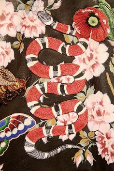 Snake in the garden: Gorgeous embroidery from Gucci S/S16