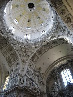An absolutely beautiful space in München, the Theatinerkirche, marble surroundings are impeccable.