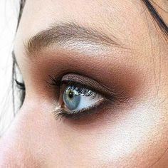 If this isn't enough to inspire you to opt for a brown eyeliner look - we don't know what is! Shop our creamy brown Kajal with 40% off (link in bio). (Make Up by Ania Milczarczyk). #MakeUp #SmokeyEye
