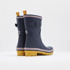 Brit-Designed Seafarer Boot | Guideboat Company
