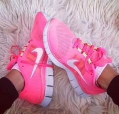 Pink nike shoes❤️