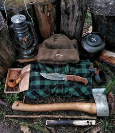 Camping Backpack - Come Up With A Camping Trip Enjoyable For All Bushcraft Backpack, Bushcraft Gear, Bushcraft Camping, Camping Survival, Camping And Hiking, Camping Life, Outdoor Survival, Survival Prepping, Survival Gear