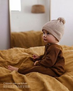 Hottest Photo - Alissa McMullan - Dekoration Ideas Got kids ? You then realize that their material winds up literally all over the home! Cute Little Baby, Little Babies, Little Boys, Cute Babies, Outfits Niños, Baby Boy Outfits, Baby Boy Fashion, Kids Fashion, Baby Family
