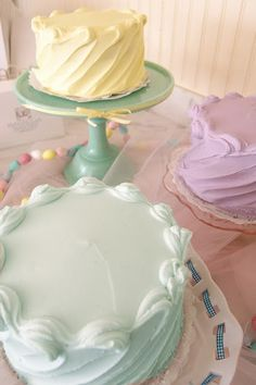 I love this side swipe technique and the pastel colors. Cakes - Magnolia Bakery