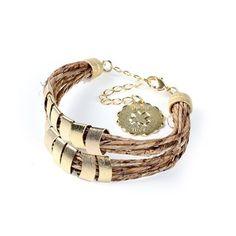 Completamente apaixonada por esta pulseira de palha de bananeira banhada a ouro!!! Também amou? Então, entra no site da Linda Moliva e compre a sua, porque eu já tenho a minha para arrasar!!! (Pulseira Ubá - feita em Palha de Bananeira banhado a ouro - LMPB49) #pulseira #amei #queroparamim #biojoias #biojoia #palhadebananeira #elegancia #requinte #sofisticação #estilo