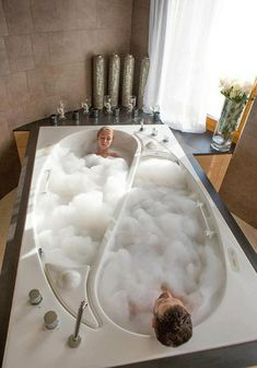 Ein Grund mehr endlich seinen Partner zu finden! :) Badewanne für Zwei gebaut: Die Yin Yang Badewanne von Trautwein - http://wohnideenn.de/badezimmer/07/badewanne-fur-zwei-gebaut.html #Badezimmer