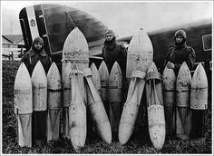 Savoia-Marchetti SM.79 Sparviero &  Ground crew