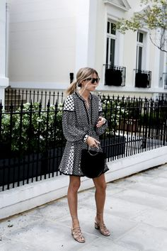 Summer work weekend-tunic dress-black and white-top handle bag-going. fashion me now Fashion Me Now, Fashion Outfits, Fashion Women, Women's Fashion, Street Style Outfits, Look Street Style, What To Wear To A Wedding, How To Wear, Monochrome Weddings