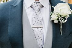 We love this buttonhole!  @edbrown1983 @thegardenrose twitter.com/mythebarnwed
