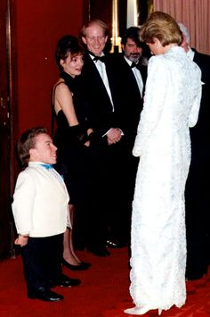 1988-12-08 Warwick Davis meets Diana as Ron Howard and George Lucas look on at the Premiere of 'Willow' at the Empire Cinema in Leicester Square, in aid of the Wishing Well Appeal for the Redevelopment of Great Ormond Street Children's Hospital