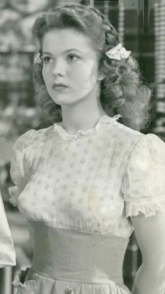 My grandfather reminisced about how he yearned to be a girl and would dress up in his sister's clothes! Old Hollywood Movies, Golden Age Of Hollywood, Vintage Hollywood, Hollywood Glamour, Hollywood Stars, Child Actresses, Actors & Actresses, Divas, Temple Movie