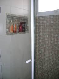 Resultado de imagem para banheiros com pastilhas e nichos