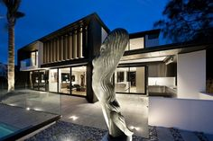 In Auckland, New Zealand, Daniel Marshall Architects designed this amazing modern property.