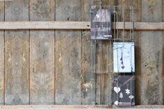Porte cartes postales métal Madam Stoltz Postcard Holder, Object Photography, Stationery Paper, Creative People, Desk Accessories, Vintage Love, Decoration, Paper Goods, Bottle Opener