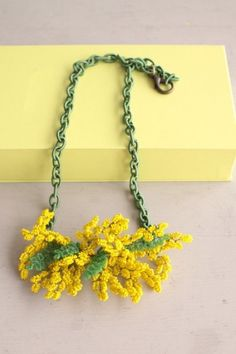 Collana con pon pon di mimosa - necklace with mimosa pompoms.