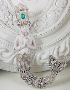 Old Vtg Cast IRON MERMAId with CRown & RhineSTONE tAiL wall FIgurine sTAtue OMG!