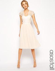 ASOS TALL – Mittellanges Kleid mit Muschelsaum