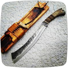 An awesome traditional parang! Bushcraft Knives, Tactical Knives, Knives And Tools, Knives And Swords, Zombie Weapons, Sword Design, Survival Knife, Urban Survival, Glass Breaker