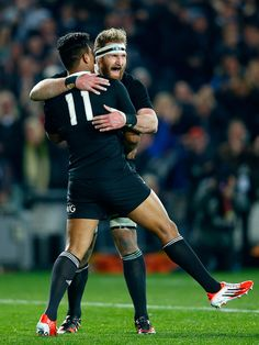 New Zealand's Kieran Read congratulates Julian Savea for his first try All Blacks Rugby Team, Nz All Blacks, Sports Wall, Rugby Players, Barbarian, Espn, Athlete, Abs, Football