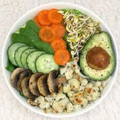 What's your favorite way to start a new week? I love to have a nutritious bowl filled with greens and power! Have a sunny Monday, friends! Cobb Salad, Positivity, Friends, Green, Instagram, Food, Amigos, Essen, Meals