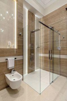 Cortinas de cristal para el baño. Las cortinas de baño hechas en cristal templado y con herrajes de acero inoxidable son las que marcan tendencia. El crista