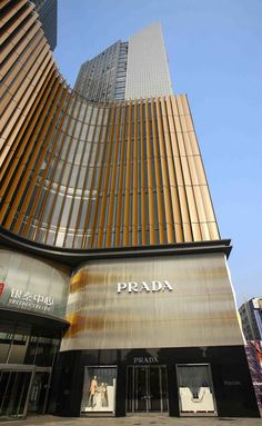 Beautiful Office Building for Prada in the city of Hefei (Eastern China) - facade pays homage to Venezuelan artist Carlos Cruz-Diez Retail Facade, Shop Facade, Building Facade, Retail Architecture, Architecture Details, Modern Architecture, School Architecture, Mall Design, Retail Design