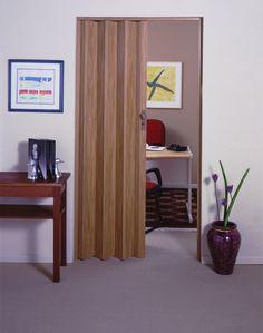 Plast Porta, com design exclusivo que imita a madeira. Deixa o ambiente mais charmoso e economiza espaço!