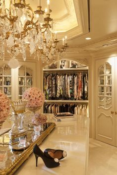 Explore the best of luxury closet design in a selection curated by Boca do Lobo to inspire interior designers looking to finish their projects. Discover unique walk-in closet setups by the best furniture makers out there Master Closet, Closet Bedroom, Master Suite, Closet Space, Huge Closet, Master Bedroom, Beautiful Closets, Luxury Closet, Glam Closet