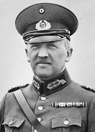 General Kurt von Schleicher - contemptuous of the struggling Weimar Republic and determined to grab power for himself.
