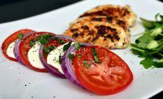 Ovnsbakt epleform og kylling med mozzarella og tomat (Bakekona) Caprese Salad, Mozzarella, Food, Blogging, Essen, Meals, Yemek, Insalata Caprese, Eten