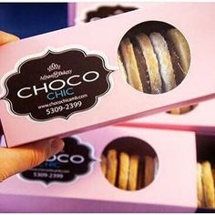 A quien se le antojan! Cookie Tin, Dessert Food, Foodies, Bakery, Sweets, Packaging, Instagram Posts, Desserts, Deserts