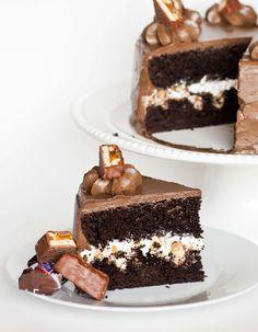 chocolate cake, snickers cake. snickers dessert, cake recipe, chocolate frosting, easy cake, birthday cake, video recipe